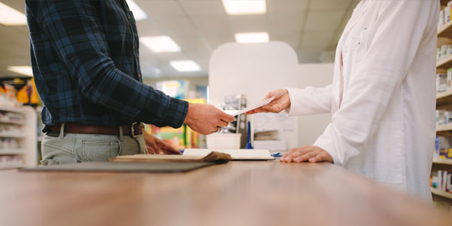 patient and pharmacist discussion between counter